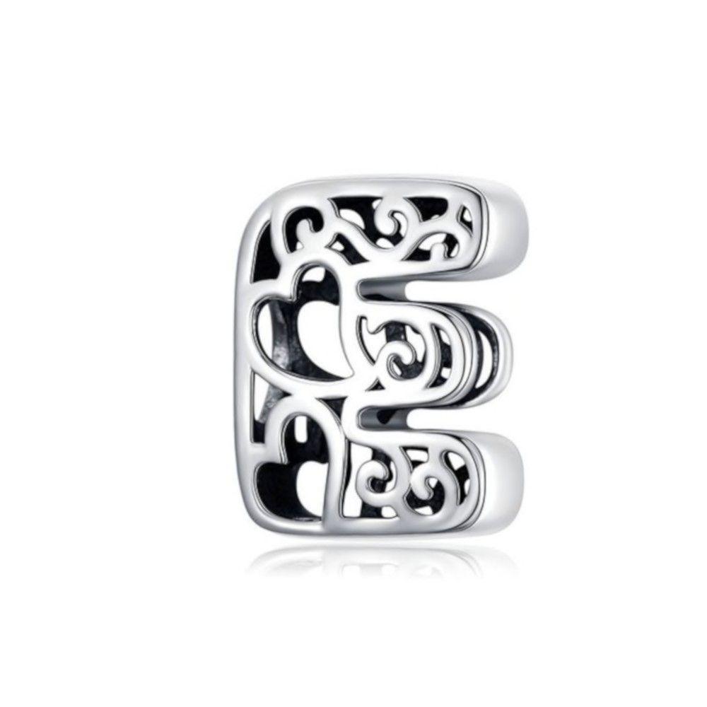 Zilveren alfabet bedel letter E met hartjes